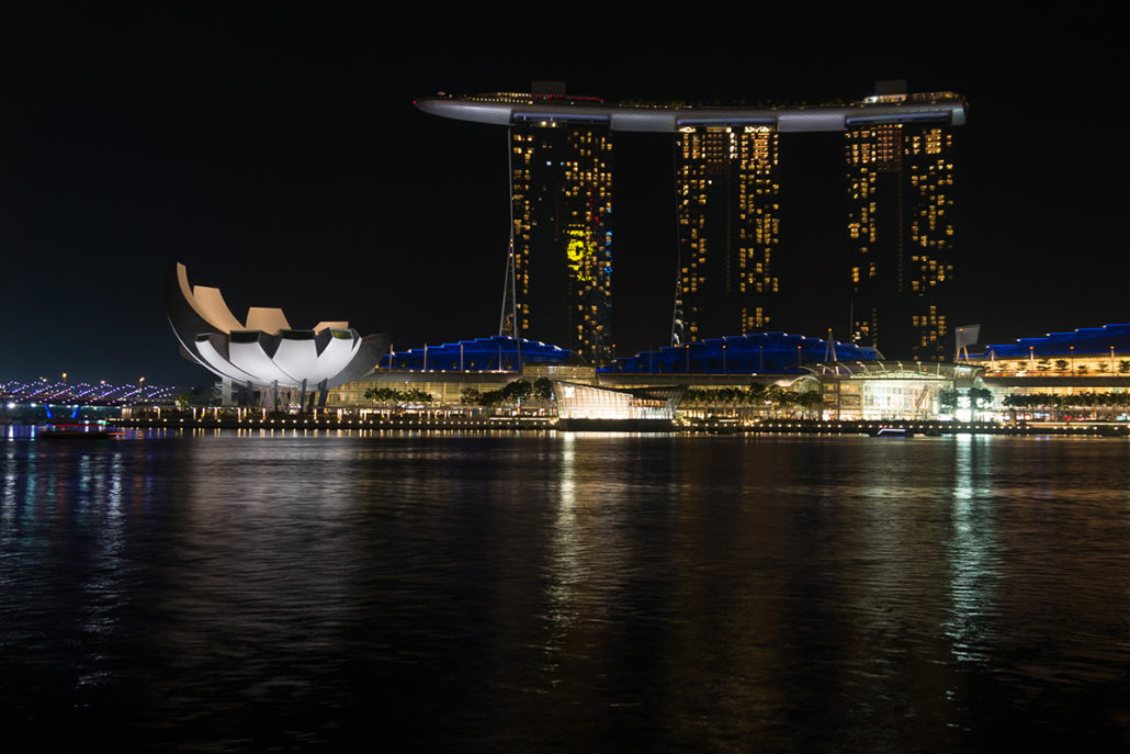 Finding Inspiration to Create Handmade Jewelry Hitting a Nightclub in Singapour - Picture from Google Creative Commons.